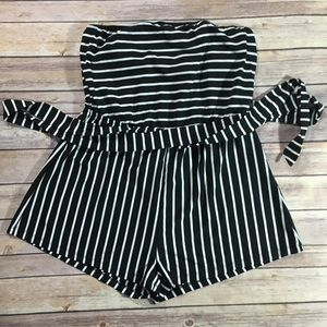 🌹SHEIN🌹Strapless black and white Romper